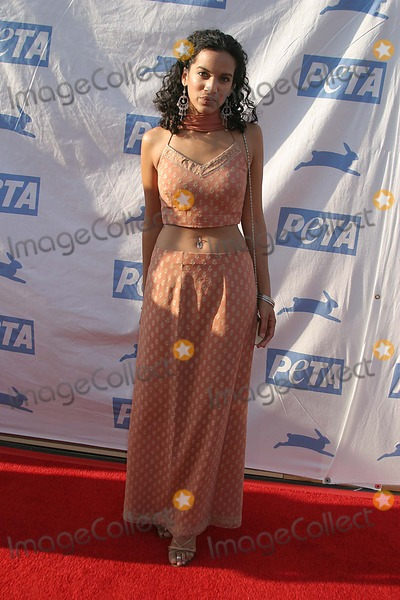Anoushka Shankar Photo - Petas 25th Anniversary Gala and Humanitarian Awards Show Paramount Pictureshollywood CA 09-10-2005 Photo Clinton Hwallace-photomundo-Globe Photos Inc Anoushka Shankar