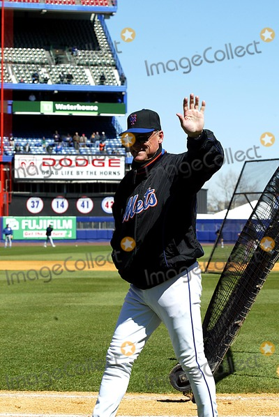 Art Howe Photo - Art Howe K29837lcv Opening Day at Shea Stadium Chicago Cubs Vs New York Mets in Queens New York City 3312003 Photo ByGlobe Photos Inc