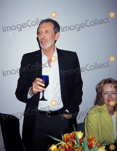 Arne Glimcher Photo - Arne Glimcher at Pace in New York City 4-2005 Photo Byrose Hartman-Globe Photos Inc