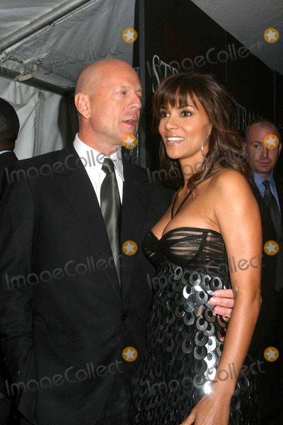 Bruce Hall Photo - Perfect Stranger  Premiere at the Zeigfeld Theater  New York City 04-10-2007 Photo by Paul Schmulbach-Globe Photos 2007 Bruce Willis Halle Berry