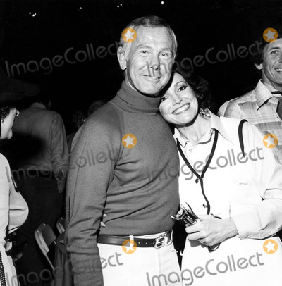 Johnny Carson Photo - Johnny Carson and Wife Joanna 1977 1970s Nate CutlerGlobe Photos Inc Johnnycarsonretro
