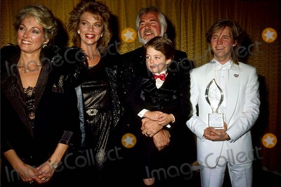 Kenny Rogers Photo - Kenny Rogers with His Wife Marianne Gordon  Daughter Carole Lynne  Sons Kenneth Ray Rogers Jr and Christopher Cody Rogers at Peoples Choice Awards 1986 13980 Photo by Allan S Adler-ipol-Globe Photos Inc