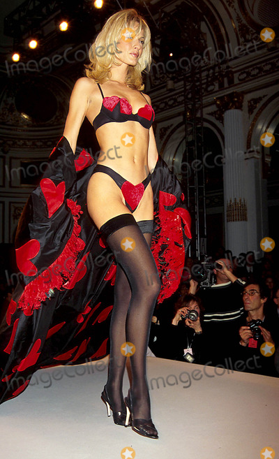 Karen Mulder Photo - Sd0204 Victorias Secret Fashion Show at the Plaza Hotel Karen Mulder Photo Bykelly JordanGlobe Photos Inc