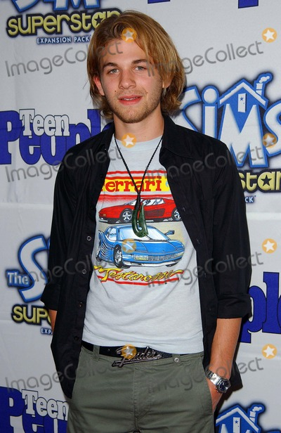 AJ Trauth Photo - Teen People Celebrates the 6th Annual 25 Hottest Stars Under 25 Lucky Strike Lanes Hollywood CA 05052003 Photo by Fitzroy Barrett Globe Photos Inc 2003 Aj Trauth