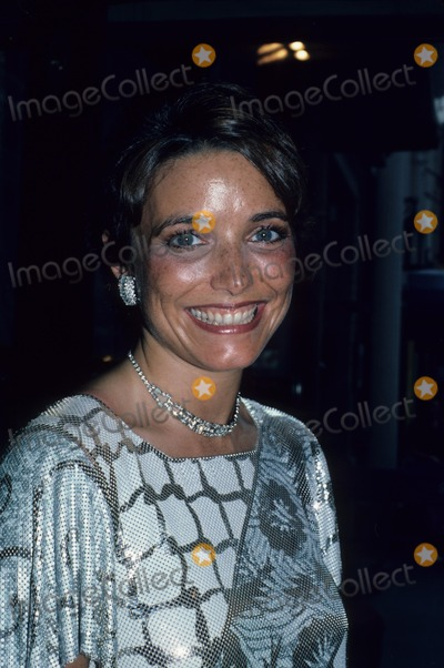Karen Allen Photo - Karen Allen 1986 F4388 Photo by Jonathan Green-Globe Photos Inc