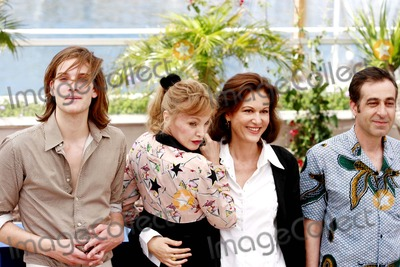 Arielle Dombasle Photo - 59th Cannes Film Festival 2006 Photocall For Nouvelle Chance Cannes France 05-25-2006 Jean Chretien Sibertin Andy Gillet Arielle Dombasle Anne Fontaine Photo Frederic Santos  Pix Planete  Globe Photos Inc