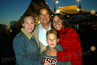 Beau Bridges Photo - Cirque Du Soleil Returns to New York For the Grand Opening of Varekai at Randalls Island Park in New York City 04242003 Photo by Sonia MoskowitzGlobe Photos Inc 2003 Beau Bridges and Family