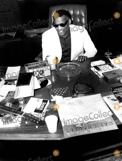 Ray Charles Photo - Raycharlesretro 27366 Ray Charles Globe Photosinc