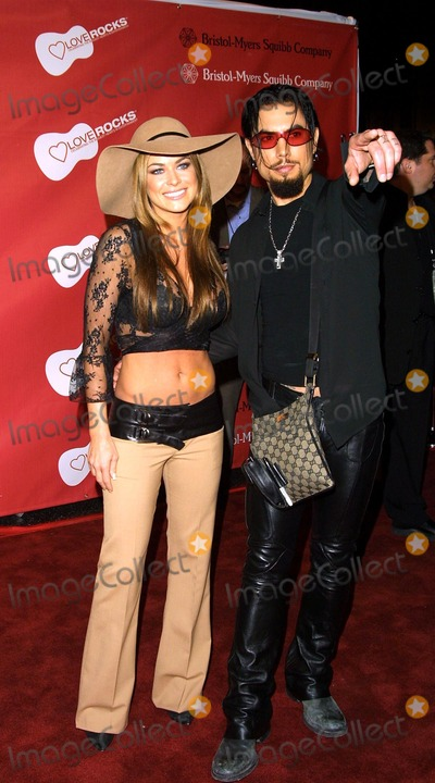 Dave Navarro Photo - DAVE NAVARRO AND HIS FIANCE CARMEN ELECTRAENTERTAINMENT INDUSTRY FOUNDATIONLOVE ROCKS CONCERT TO HONOR BONO (U2) ANDLAUNCH EIFS NATIONAL CARDIOVASCULAR RESEARCH INITIATIVEKODAK THEATRE HOLLYWOOD  HIGHLAND LA CAFEBRUARY 14 2002PHOTO BY NINA PROMMERGLOBE PHOTOS INC 2002 K24088NP