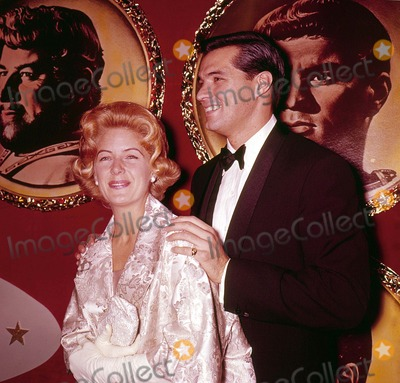 John Gavin Photo - John Gavin with Wife Khf572 Photo by Globe Photos Inc