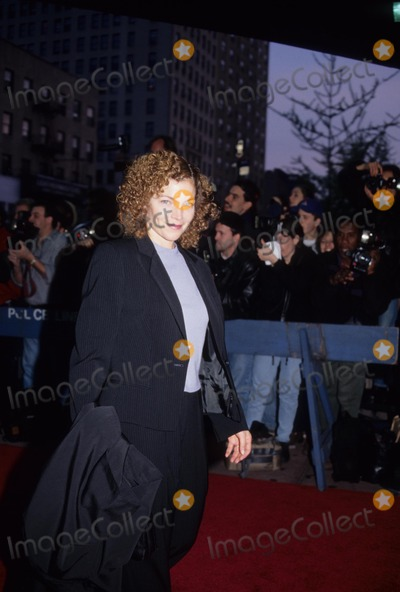 Amy Irving Photo - Amy Irving the Object of My Affection Premiere New York 1998 K12024ps Photo by Paul Schmulbach-Globe Photos Inc