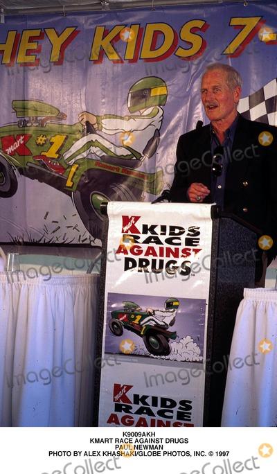 Paul Newman Photo - Kmart Race Against Drugs Paul Newman Photo by Alex KhashakiGlobe Photos Inc