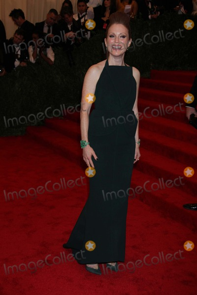 Julianne Moore Photo - Julianne Moore at Costume Institute Gal Benefit Celebrating Punk Chaos to Couturean Exhibition at the Metropolitan Museum of Art 5-6-2013 Photo by John BarrettGlobe