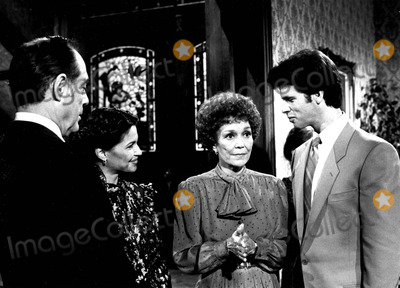 Lorenzo Lamas Photo - Jane Wyman (R) and Lorenzo Lamas in Falcon Crest Supplied by DmGlobe Photos Inc Janewymanobit