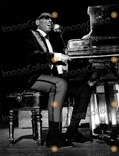 Ray Charles Photo - Raycharlesretro Ray Charles Pip  Globe Photosinc