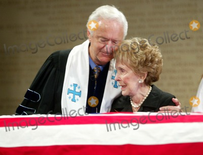 President Ronald Reagan Photo - Nancy Reagan with Rev Michael Wenning - Ceremony and Repose at Ronald Reagan Presidential Library in Simi Valley For Former President Ronald Reagan - 06072004 - Photo by PoolGlobe Photos Inc2004