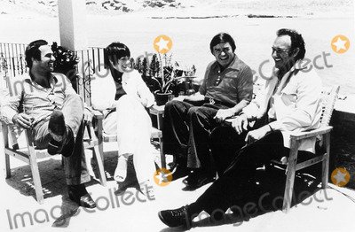 Liza Minnelli Photo - The Mike Douglas Show 1975 Burty Reynolds Liza Minnelli Mike Douglas and Gene Hackman Credit Globe Photos Inc Mikedouglasretro