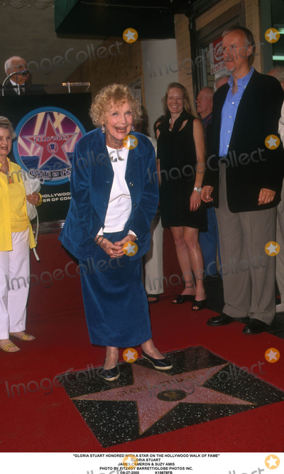 Gloria Stuart Photo - Gloria Stuart Honored with a Star on the Hollywood Walk of Fame Gloria Stuart James Cameron  Suzy Amis Photo by Fitzroy BarrettGlobe Photos Inc 9-27-2000
