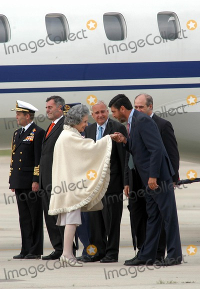 Queen Fabiola Photo - AlfaquiglobelinkukcomGlobe Photos 000799 05212004 Queen Fabiola of Belgium Royal Wedding of Prince Felipe of Spain  Letizia Ortiz -Airport Arrivals -Barajas Airportmadrid