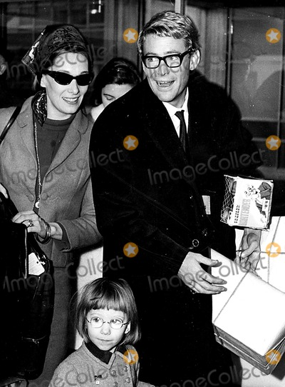 Peter O Toole Photo - Peter Otoole and Family at Kennedy Airport on Their Way to London 1964 Globe Photos Inc Peterotooleretro