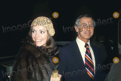 Johnny Carson Photo - 1974 Johnny Carson and Wife Photo by Glboe Photos
