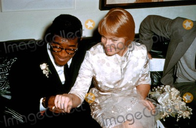Mai Britt Photo - Sammy Davis Jr and May Britt Wedding Photo by Russ MeyerGlobe Photos Inc