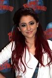 Ariana Grande Photo 2