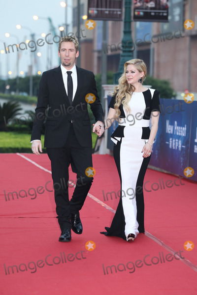 Avril Lavigne Photo - Canadian singer Avril Lavigne(R) arrives on the red carpet for the 10th Huading Awardsthe release ceremony of the Global Entertainment Celebrities Satisfaction Survey in MacaoChina on Monday October 72013Credit Topphotoface to face- No rights for China and Taiwan -