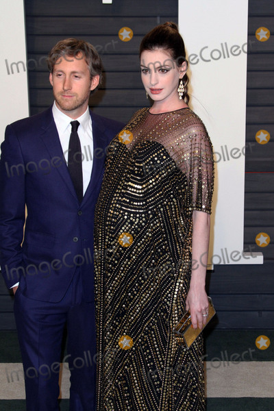 Ann Hathaway Photo - 28 February 2016 - Beverly Hills California - Anne Hathaway 2016 Vanity Fair Oscar Party hosted by Graydon Carter following the 88th Academy Awards held at the Wallis Annenberg Center for the Performing Arts Photo Credit AdMedia