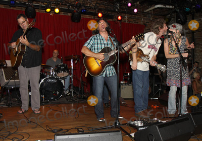 Pete Huttlinger Photo - July 26 2011 - Nashville TN - (l-r) Vince Gill John Oates Sam Bush and Bekka Bramlett Artists musicians and songwriters came together at Mercy Lounge to help raise funds for Pete Huttlinger a widely respected guitarist and Nashville studio artist  Huttlinger has a congenital heart disease and is in need of a heart transplant Photo credit Dan HarrAdmedia