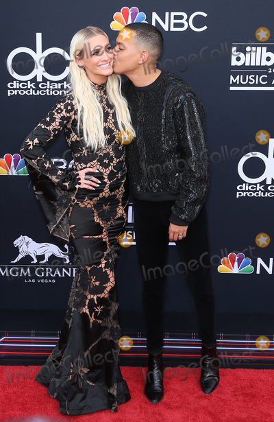 Ashley Simpson Photo - 120 May 2018 - Las Vegas NV -  Ashley Simpson Evan Ross  2018 Billboard Music Awards Red Carpet arrivals at MGM Grand Garden Arena Photo Credit MJTAdMedia