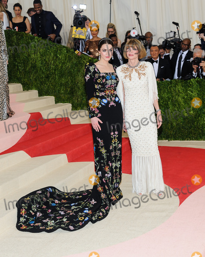 Anna Wintour Photo - 02 May 2016 - New York New York- Bee Shaffer Anna Wintour  Metropolitan Museum of Art Costume Institute Gala Manus x Machina Fashion in the Age of Technology Photo Credit Christopher SmithAdMedia