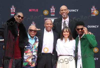 Usher Photo - 27 November 2018-  Hollywood Snoop Dogg Quincy Jones Dr Dre Kareem Abdul-Jabbar Rashida Jones Usher Quincy Jones Hand And Footprint Ceremony held at TCL Chinese Theatre IMAX Photo Credit Faye SadouAdMedia