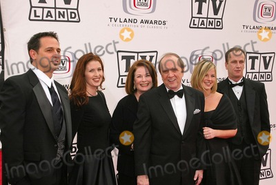 Bob Newhart Photo - Bob Newhart and family at the 2005 TV Land Awards Arrivals Barker Hanger Santa Monica CA 03-13-05