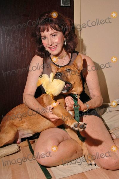 Edy Williams Photo - Edie Williams at a photo shoot to celebrate the adoption of her new dog Private Location Los Angeles CA 10-23-07