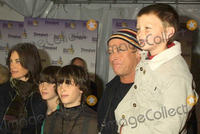 Amanda Pays Photo - Corbin Bernsen with wife Amanda Pays and kids at the Premiere of Snow White - An Enchanting New Musical in Disneyland at the Fantasyland Theatre Anaheim CA 02-21-04