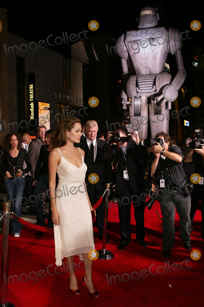 Angelina Jolie Photo - Angelina Jolie at the world premiere of Paramounts Sky Captain and the World of Tomorrow at the Chinese Theater Hollywood CA 09-14-04
