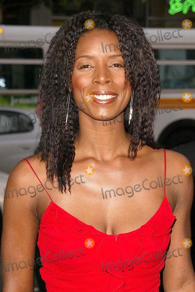 Tasha Smith Photo - Tasha Smith at Warner Brothers The Whole Ten Yards Premiere in Graumans Chinese Theatre Hollywood CA 04-07-04