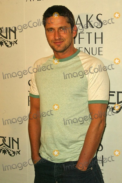 Ali Hewson Photo - Gerard Butler at the launch of Conscious Commerce Clothing featuring Edun contemporary fashions designed by Rogan Gregory in collaboration with Bono and wife Ali Hewson Saks Fifth Avenue Beverly Hills CA 03-25-05