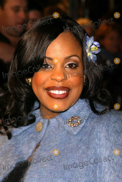 Niecy Nash Photo - Niecy Nash at the World Premiere of Paramounts Paycheck at the Chinese Theater Hollywood CA 12-18-03