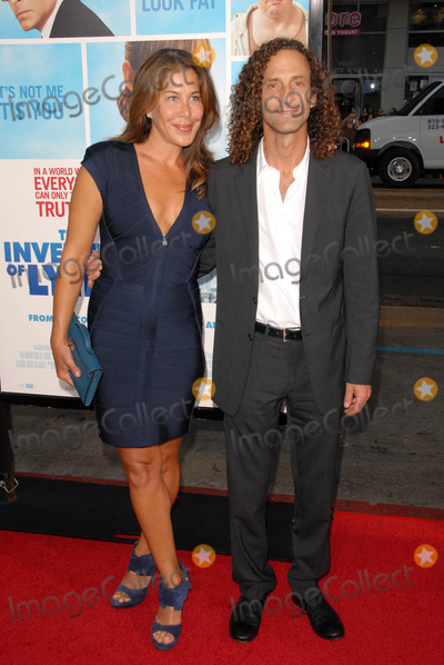Kenny G Photo - Lyndie Benson and Kenny Gat the US Premiere of The Invention of Lying Graumans Chinese Theatre Hollywood CA 09-21-09