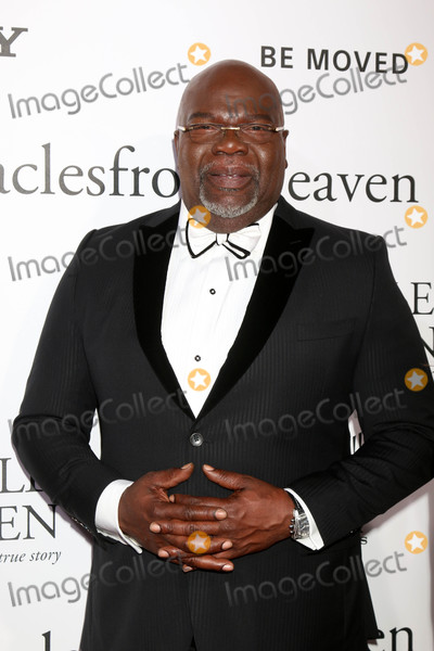 T D Jakes Photo - T D Jakesat the Miracles From Heaven Premiere Arclight Hollywood CA 03-09-16