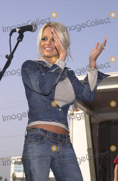 Alabama Photo - Pamela Anderson sings backup as Kid Rock performs Sweet Home Alabama at the American Liver Foundations Seeking Out Solutions For Hepititis C Ride through Hawthorne Long Beach and Redondo Beach CA 10-27-02