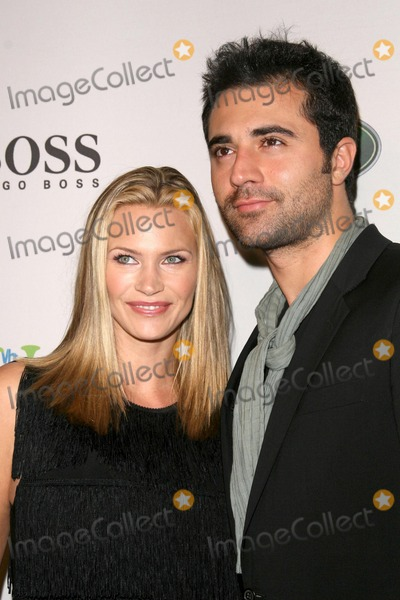 Darius Danesh Photo - Natasha Henstridge and Darius Danesh at the VH1 Save The Music Foundation and Esquire Magazine Benefit Gala Esquire House Los Angeles CA 10-25-08