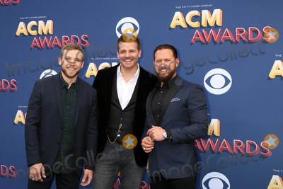 AJ Buckley Photo - Max Thieriot David Boreanaz AJ Buckleyat the Academy of Country Music Awards 2018 MGM Grand Garden Arena Las Vegas NV 04-15-18