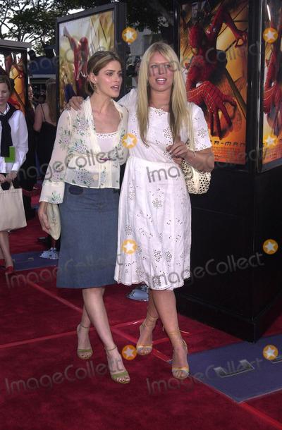 AMANDA DECADENET Photo - Amanda Peet and Amanda DeCadenet at the premiere of Columbia Pictures Spiderman in Westwood 04-29-02