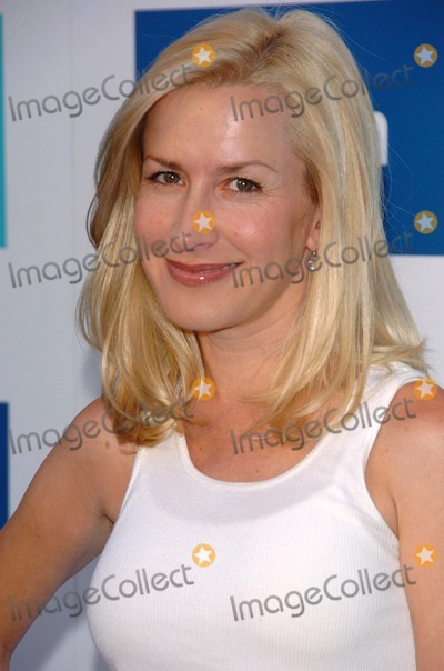 Angela Kinsey Photo - Angela Kinseyat the party celebrating the launch of the New Face of Michelle K Footwear Kitson Boutique West Hollywood CA 06-15-06