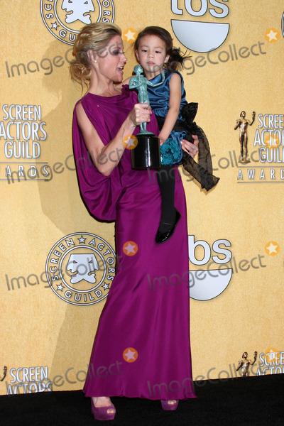 Aubrey Anderson-Emmons Photo - Julie Bowen Aubrey Anderson-Emmonsat the 18th Annual Screen Actors Guild Awards Pressroom Shrine Auditorium Los Angeles CA 01-29-12