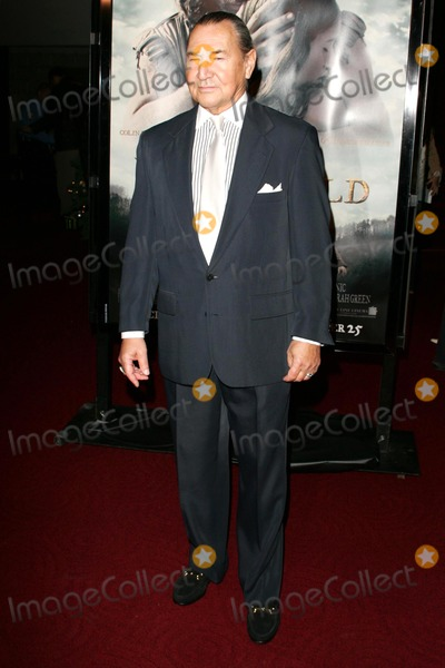 August Schellenberg Photo - August Schellenbergat the premiere of The New World Academy of Motion Picture Arts and Sciences Beverly Hills CA 12-15-05