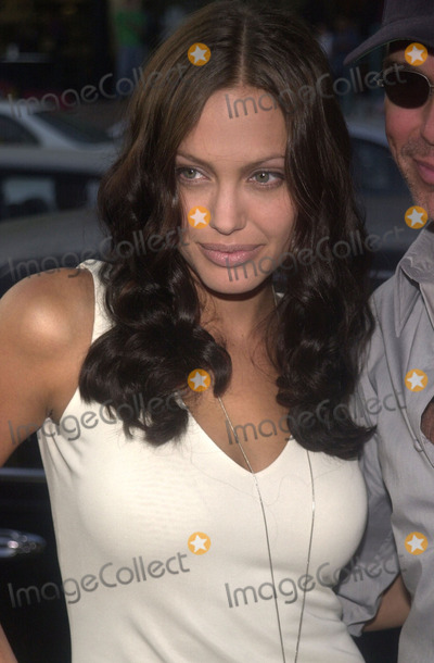 Angelina Jolie Photo - Angelina Jolie at the preniere of MGMs Orignial Sin at the Directors Guild of America Hollywood 07-31-01
